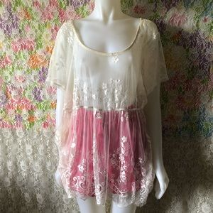 TORRID SHEER LACE FLORAL TOP size 3